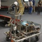 El increíble robot mexicano que juega básquet
