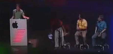 Steve (primero a la izquierda) y Bill (camisa azul a la derecha) con otros expertos en software.